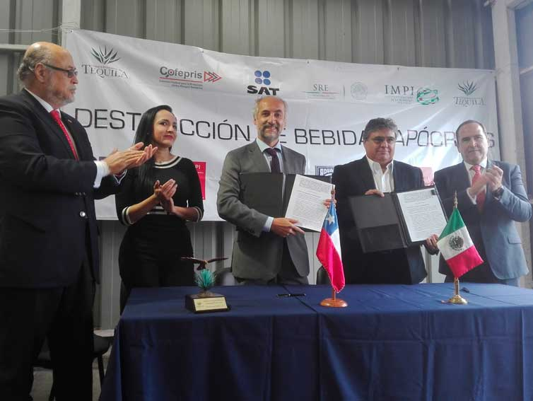 INAPI firma convenio con el Consejo Regulador del Tequila